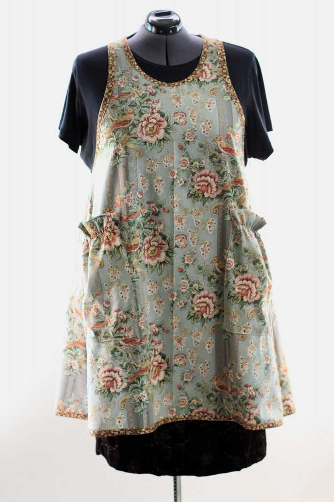 Plus Size No Tie Apron in Vintage Floral 2