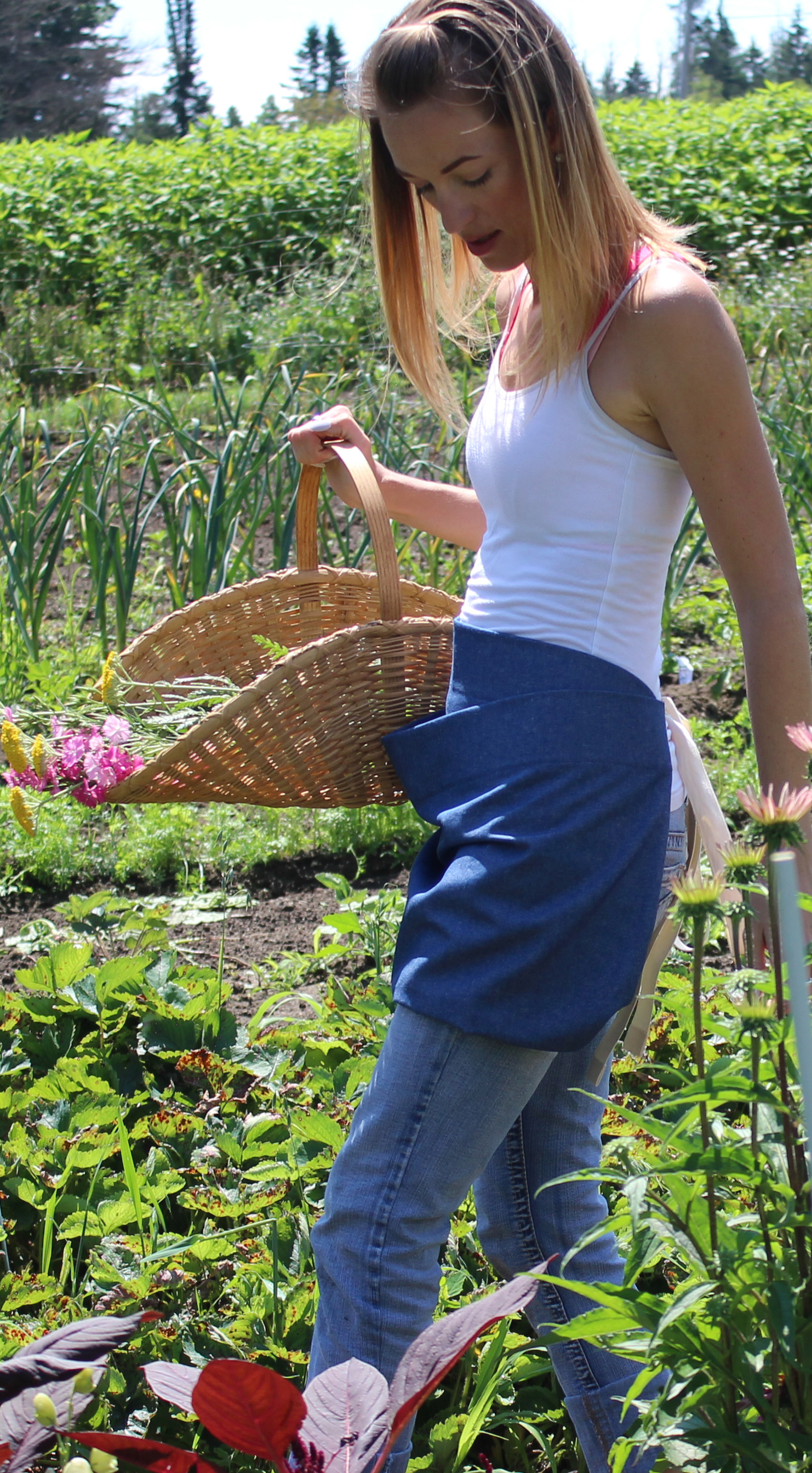 A New Addition to the Gathering Aprons, The Pouch Apron